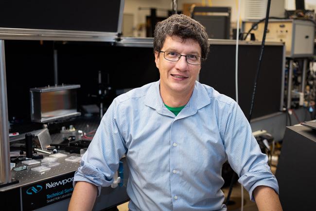 Jonathan Merten-in-lab