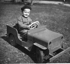 child-driving-pedal-jeep