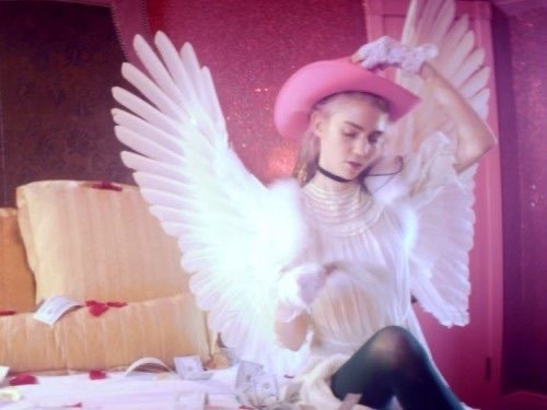 """Watch: Grimes' """"Flesh without Blood/Life in the Vivid Dream"""""""