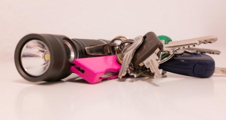best keychain flashlight featured image