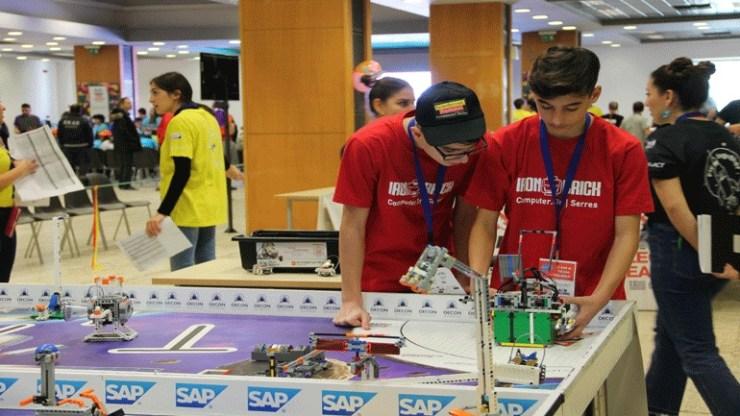 Θεσσαλονίκη: Τουβλάκια και μαθητές σε... διαστημική τροχιά σε διοργάνωση ρομποτικής