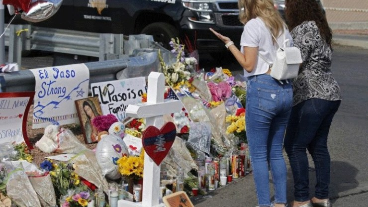 Κύμα συμπαράστασης σε άνδρα που έμεινε ολομόναχος μετά τον θάνατο της συζύγου του στο Ελ Πάσο