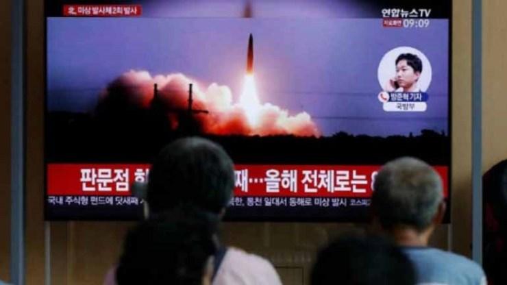 Βόρεια Κορέα: Ο Κιμ Γιονγκ Ουν επέβλεψε χθες τη δοκιμή νέου όπλου
