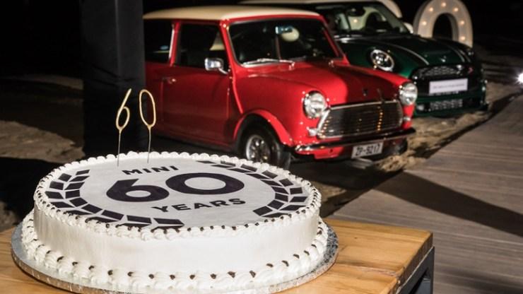 Έκοψαν την τούρτα των 60 χρόνων της MINI και στην Ελλάδα....
