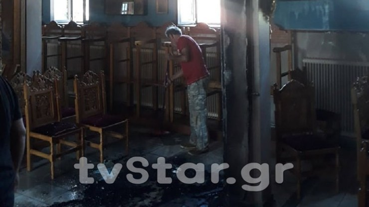 Εύβοια: Φωτιά σε κεντρική εκκλησία χωριού