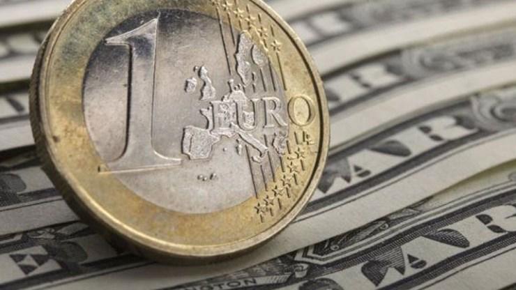 Ενισχύεται οριακά το ευρώ έναντι του δολαρίου