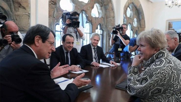 Επιστρέφει στην Κύπρο τον Νοέμβριο η ειδική απεσταλμένη του ΟΗΕ