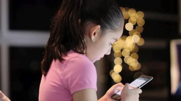 Έρευνα: Σχεδόν όλα τα παιδιά 7 -12 ετών έχουν κινητό