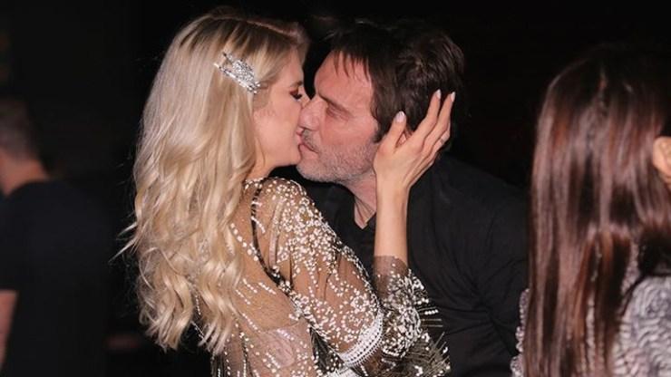 Στράτος Τζώρτζογλου - Σοφία Μαριόλα: Καυτά φιλιά σε βραδινή έξοδο!