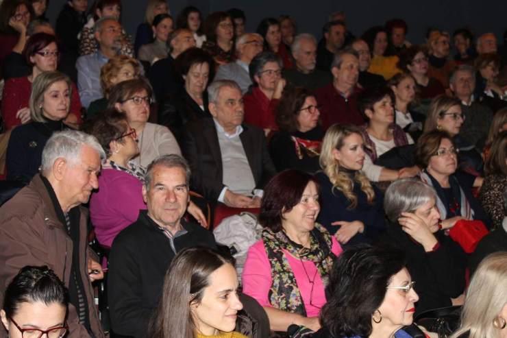 Κατάμεστο για τη διάλεξη της Μαρίας Ευθυμίου το θέατρο «Κώστας Τσιάνος»  (φωτο)