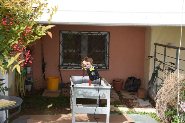 Δεν άλλαξαν τα έθιμα οι Λαρισαίοι – Αρνί στη σούβλα στις γειτονιές αλλά …οικογενειακά αυστηρά (φωτο)