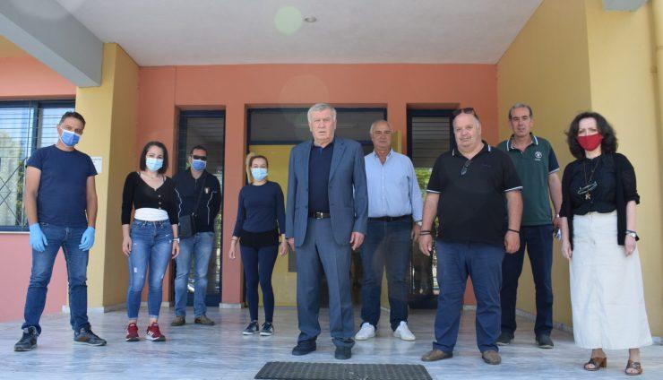 Λήψη δειγμάτων από κλιμάκιο του ΕΟΔΥ από μαθητές των σχολείων της Χάλκης και του Ομορφοχωρίου (φωτο)