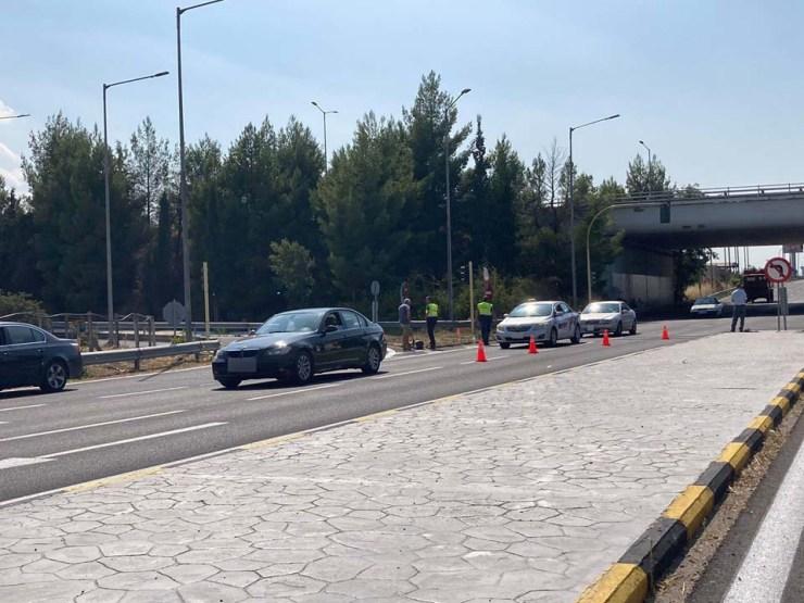 Λάρισα: Τροχαίο στην οδό Βόλου με έναν τραυματία - Συγκρούστηκαν αυτοκίνητο με μηχανή (φωτο)
