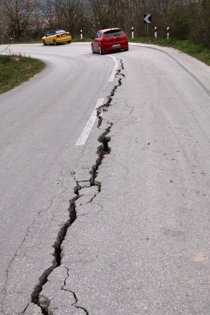 Ελασσόνα: Άφησαν τους σεισμόπληκτους αμανάτι με… τα μπάζα και τα ετοιμόρροπα σπίτια - Στο… περίμενε για αποζημιώσεις οι κάτοικοι