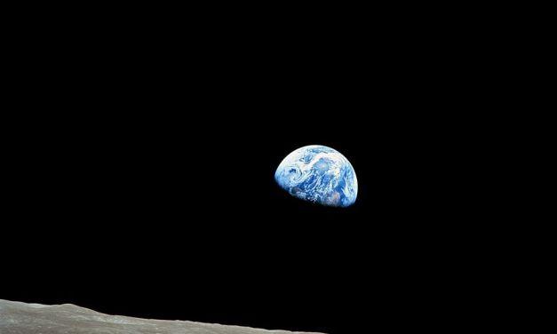 ¿Por qué se aleja la Luna de la Tierra?