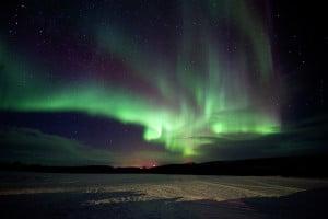 Esta Aurora Boreal, en  Kautokeino, Finnmark, Noruega, muestra más variaciones de color, llegando al blanco y el azul.  Crédito: Terje Rakke/Nordic Life - Visitnorway.com