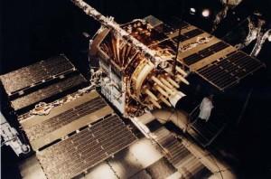 Los satélites GPS utilizan su propio sistema de tiempo (GPS), que lleva un adelanto de 36 segundos respecto al tiempo solar.