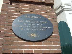 """Placa conmemorativa en la casa en la que nació Jan Oort, en Franeker, Frisia. Crédito: Usuario """"wrongfilter"""" de Wikipedia."""