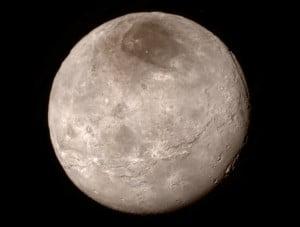 Caronte, visto desde una distancia de 466.000 kilómetros. Crédito: NASA-JHUAPL-SwRI