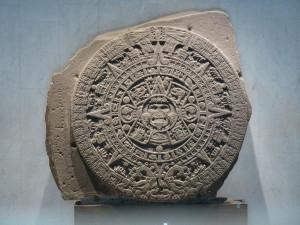 """El monolito de la Piedra del Sol. O el calendario azteca, si lo prefieres. Crédito: Usuario """"El Comandante"""" de Wikipedia."""