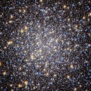El corazón del Cúmulo de Hércules, visto a través del telescopio Hubble. Crédito: ESA/Hubble y NASA