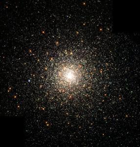 El cúmulo globular M80 está compuesto, principalmente, de estrellas de población II. Crédito: NASA, The Hubble Heritage Team, STScI, AURA