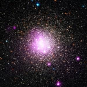 El cúmulo globular NGC 6388 en una superposición del espectro visible y el de Rayos X. Crédito: Rayos X: NASA/CXC/IASF Palermo/M.Del Santo et al; Óptico: NASA/STScI