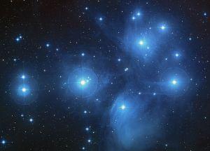 El famosísimo cúmulo abierto de las Pléyades. Crédito: NASA, ESA, AURA/Caltech, Palomar Observatory