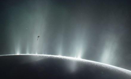 No, no se ha confirmado que hay vida en Encélado (pero sí tiene procesos hidrotermales)