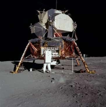 Imagen de astronautas en la Luna.