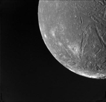 Ariel, observado por la sonda Voyager 2 Crédito: NASA