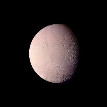 Encélado, visto por la sonda Voyager 2. Crédito: NASA