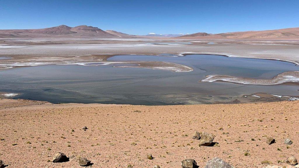 El cráter Gale, en el pasado, con un oasis, pudo tener un aspecto similar a este (salvo que sin cielo azul).