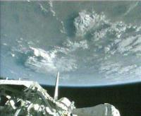 De atlantis op weg naar de ISS