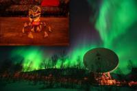 De EISCAT radiotelescoop met linksboven een fragment uit de Dorito-reclame