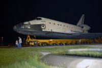 Atlantis gaat naar de Vehicle Assembly Building
