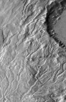 valleien in de buurt van een bergachtige kraterrand