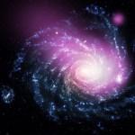 Chandra ziet dwergstelsel op groter spiraalstelsel rammen