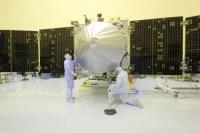 NASA-medewerkers aan de slag met MAVEN in het KSC