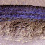 Over vloeiend zand en dikke ijslagen op Mars