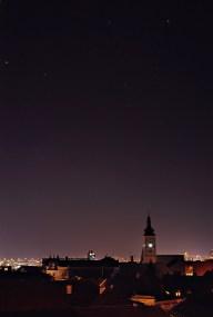 U svjetlosnom onečišćenju gradova vise se tek najsjajnije zvijezde. ISO 400, 30s, f/11