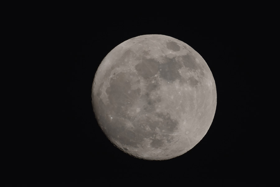 Mjesec snimljen teleskopom - žarišna duljina 1340mm, Nikon D5100 (1.5 crop faktor).