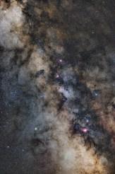 Mliječna staza snimljena modificiranim Nikon D5100, 50mm objektivom, 16x30 s ekspozicija, piggyback na teleskopu.