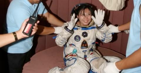 Fra i candidati alla missione spaziale cinese che tenterà il primo storico docking manuale il prossimo anno, ci sono anche due donne.