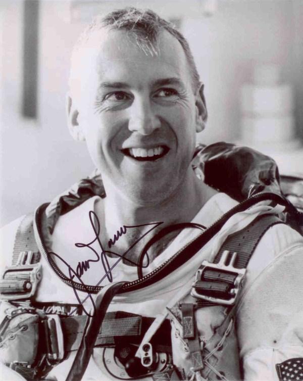 2009 Astronaut Autograph Club Astronaut Scholarship