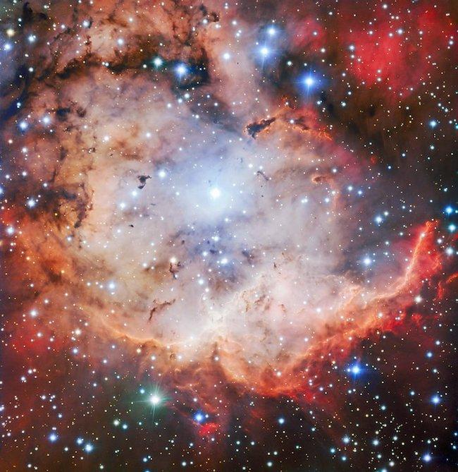 Citra NGC 2467 atau Nebula Tulang dan Tengkorak. Kredit: ESO