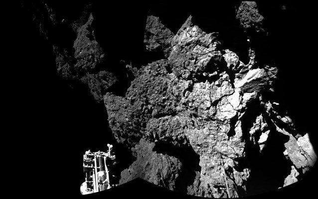 Σύμφωνα με τους επιστήμονες, τα χαρακτηριστικά τα οποία έχει ανακαλύψει στον κομήτη τόσο το ρομπότ από τον περασμένο Νοέμβριο που προσεδαφίσθηκε στην επιφάνειά του, όσο και το σκάφος Rosetta το οποίο περιστρέφεται σε μικρή απόσταση από τον διαστημικό βράχο, υποδεικνύουν ότι στον 67Ρ ζουν εξωγήινοι μικροοργανισμοί.