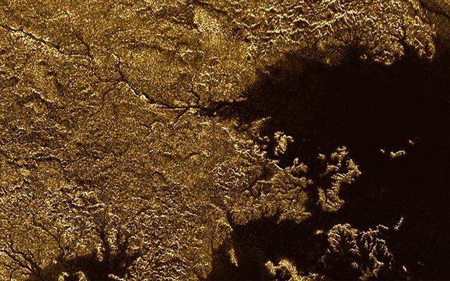 Με βάση τα δεδομένα του Cassini, τα φαράγγια έχουν βάθος 250 έως 650 μέτρα, ενώ βρίσκονται ανάμεσα σε απότομες πλαγιές.