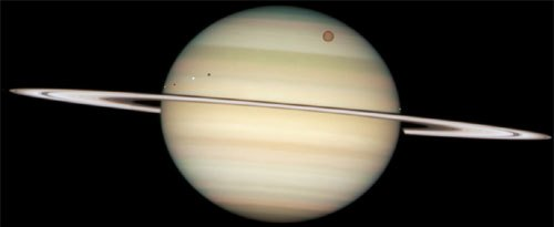 Saturn seen trhough the Hubble telescope