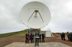 Os Açores dispõem já da Estação de Rastreio de Satélites da Agência Espacial Europeia (ESA) e da Estação Galileo Sensor Station (GSS), ambas em Santa Maria, e acolhem ainda o projeto ARM Climate Research Facility e a Estação de Infra-sons IS42, localizadas na ilha Graciosa.